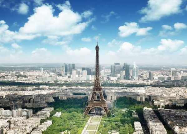 Suspected terrorists seen climbing on Eiffel Tower; Lockdown
