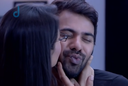 Kumkum Bhagya : Kiss of Abhi and Pragya