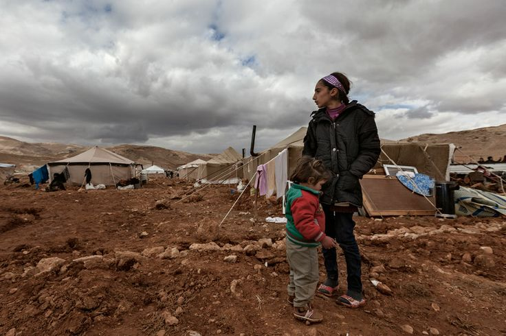 Syrian children in camp between Syria and Lebanon near Arsal © Benoit Chattaway ©