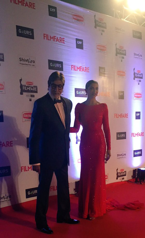 Keeping in mind that she was the on screen daughter of Amitabh, both made a sparkling entry on red carpet