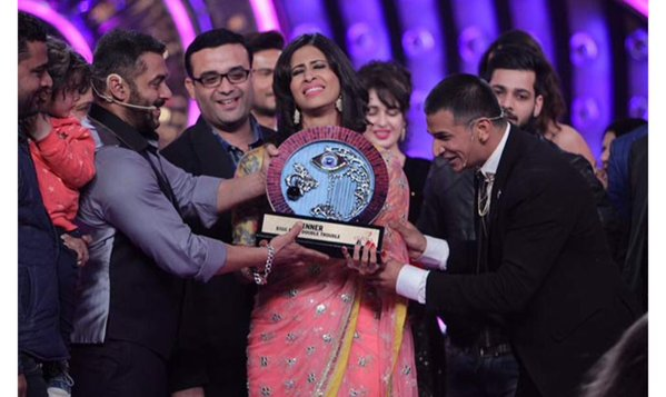 Prince Narula - The winner dedicates his trophy to his sister, emotional moment at Bigg Boss 9 Stage