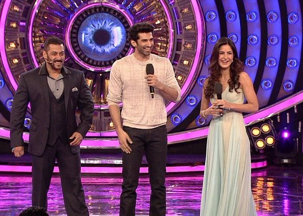 Katrina Kaif and Aditya Roy Kapoor reached the stage of Bigg Boss 9 as part of their promotions of upcoming bollywood movie 'Fitoor'