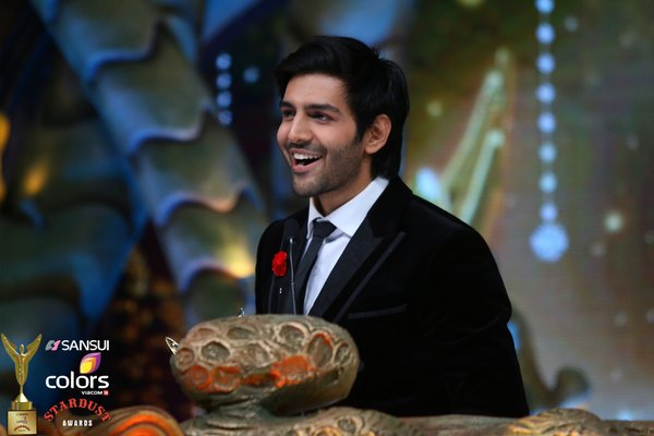 Karthik win the Best Actor in a Comic Role award for Pyaar Ka Punchnama 2!