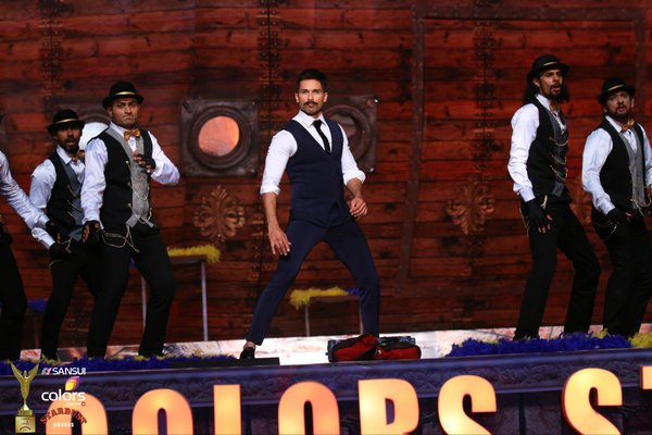 Shahid Kapoor performed at the stardust awards