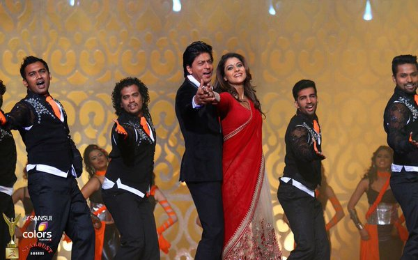Special moments comes at the Stardust awards with Shah Rukh Khan and Kajol's performance