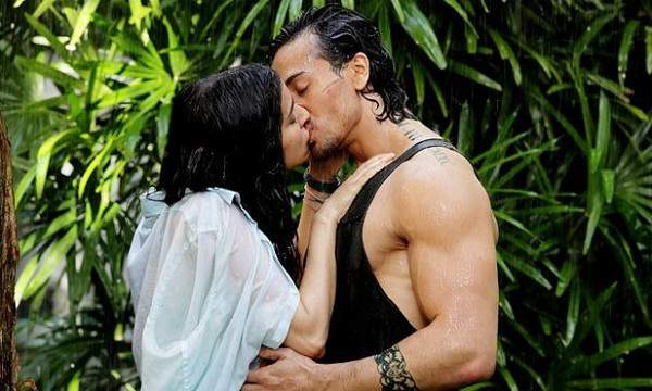 Tiger Shroff and Shraddha Kapoor Kiss Scene in Baaghi Movie