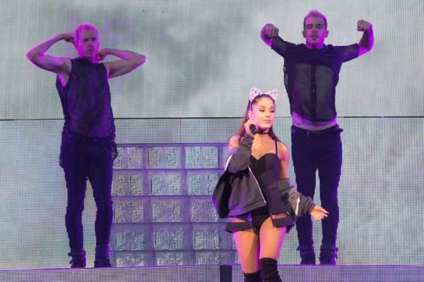 Ariana Grande - Dangerous Woman - Saturday Night Live (SNL)