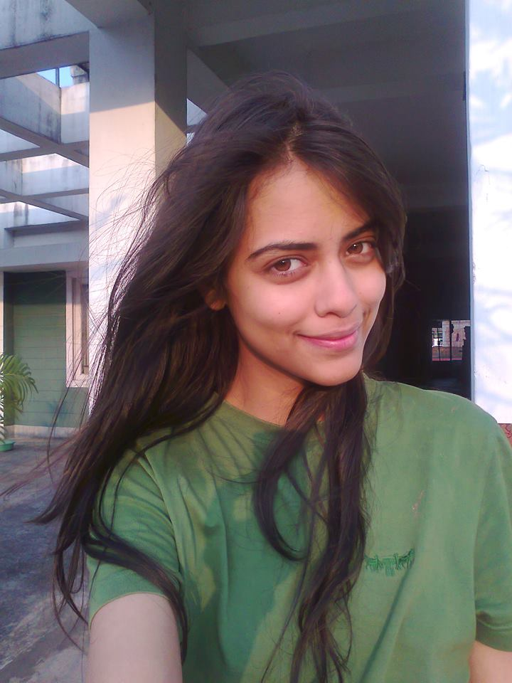 Priyadarshini Chatterjee without makeup, yes she is gorgeous