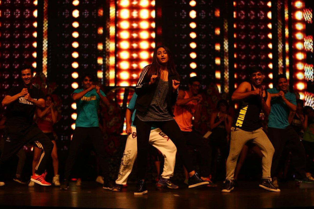 Sonakshi Sinha performing on IIFA stage.