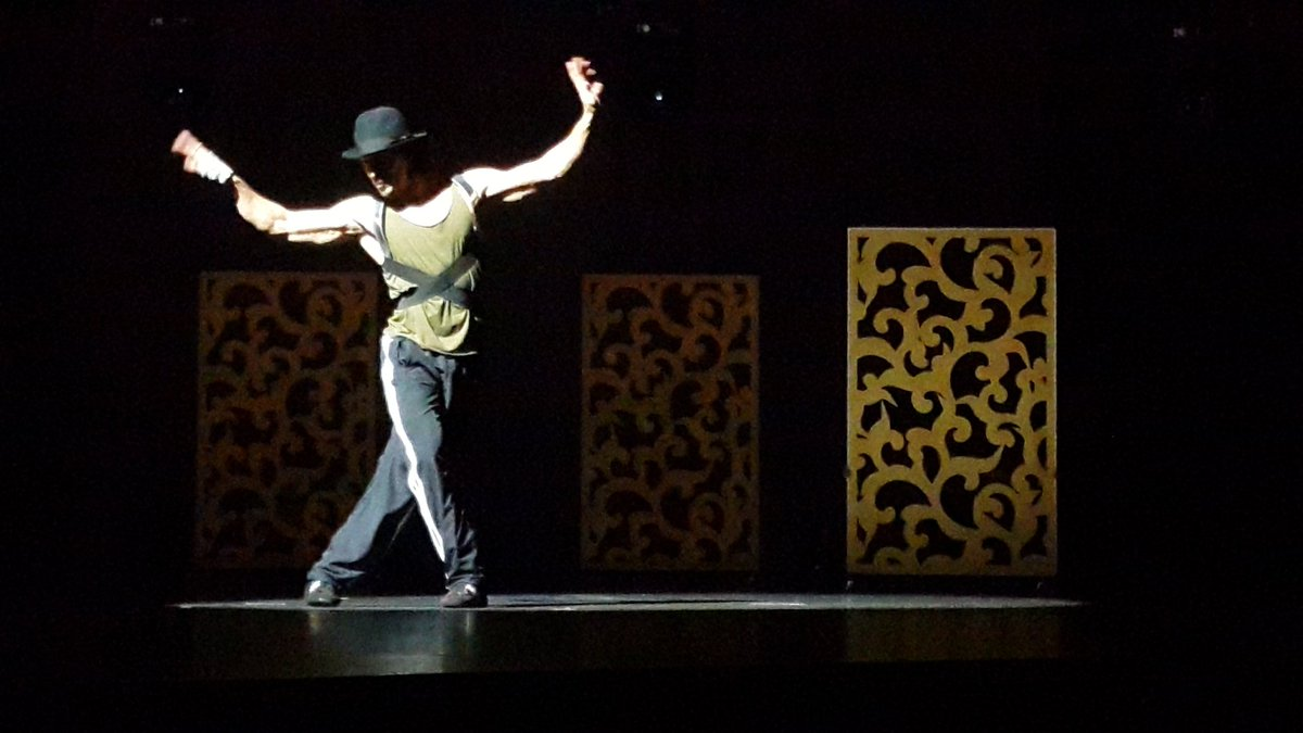 Tiger Shroff entry on the stage for his live performance during IIFA