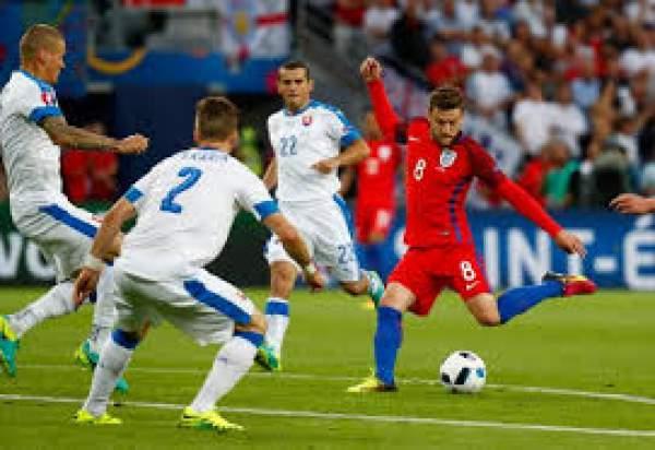 Slovakia vs England live score