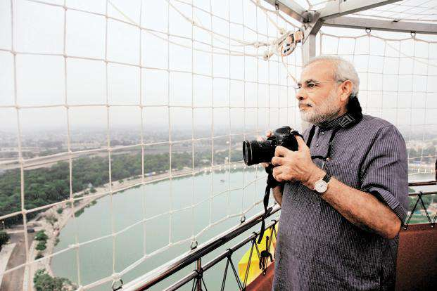 Once a traveller, always a traveller. Modi getting the snaps clicked while his ride in Ahmedabad.