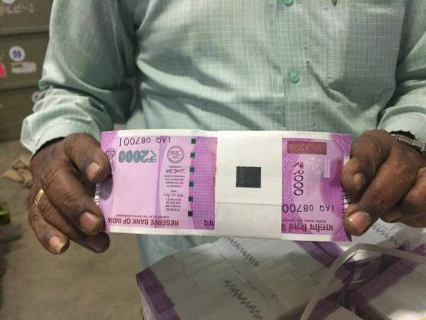 Rs 2000 Note of Indian Currency By RBI