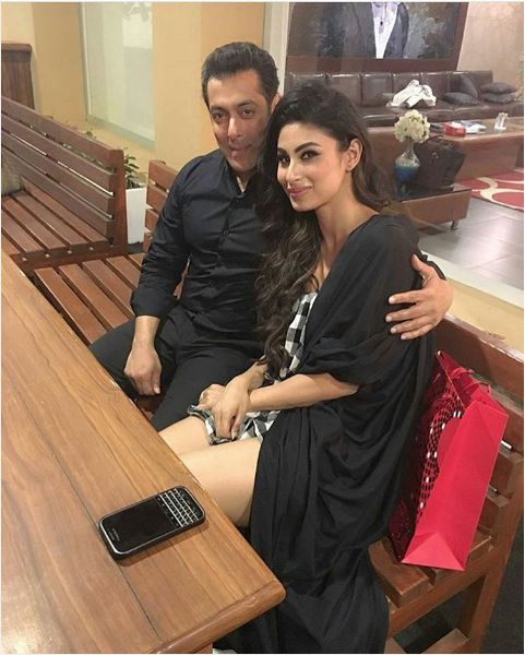 Mouni Roy meet Salman Khan in private Chalet of BB