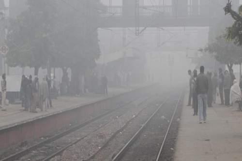 Fog in Delhi: 52 Trains Delayed and 12 Rescheduled