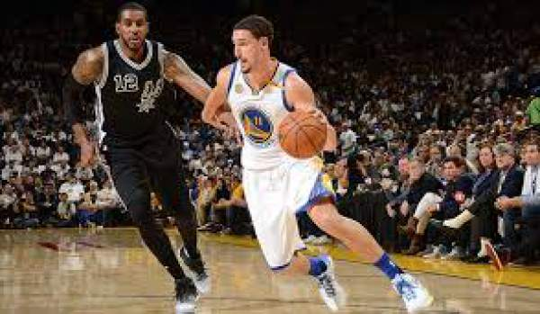 Durant's big third quarter helps Warriors sink Spurs